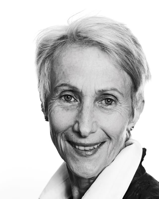 Porträt von Verena Stefan in schwarzweiss.