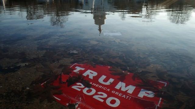 Trump-Schild vor dem Kapitol