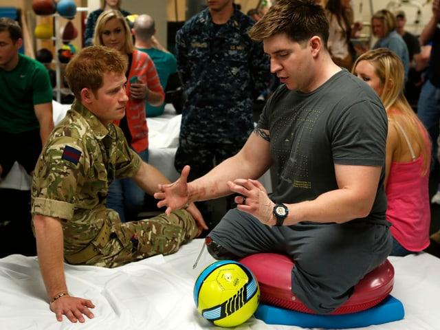 Harry 2013 mit verwundetem Veteranen