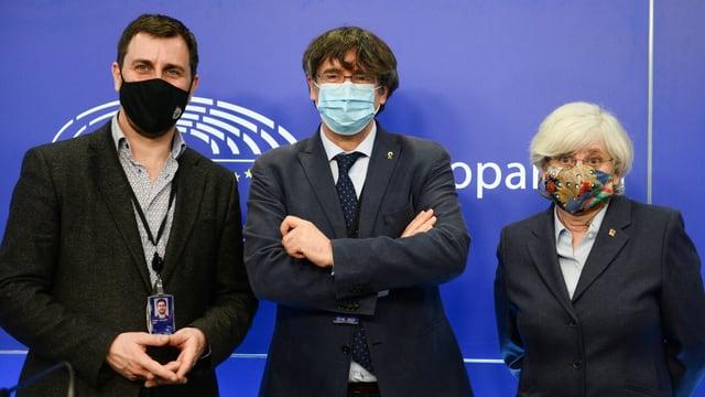 Zu sehen Toni Comín, Carles Puigdemont und Clara Ponsatí: