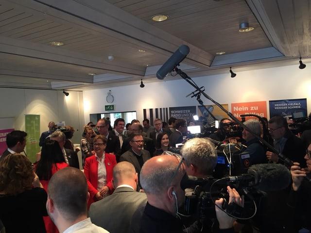 Fatschas rientas tar ils adversaris da l'iniziativa No Billag a Berna.