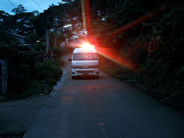 Mit der Ambulanz die Kinder ins nächstgelegene Spital gebracht.