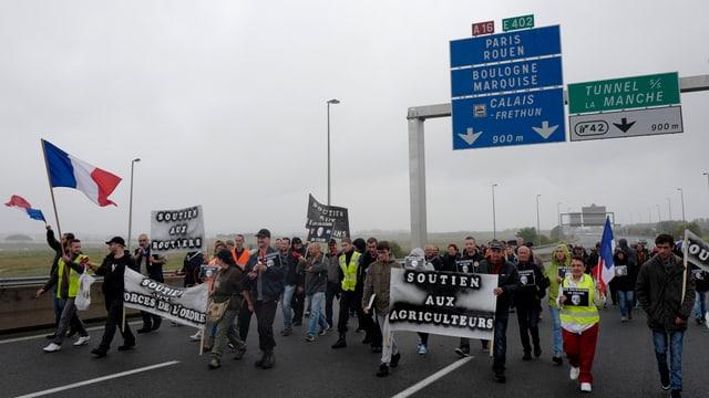 Demonstrants a Calais.