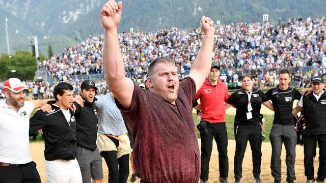 Christian Stucki celebrescha suenter sia victoria.