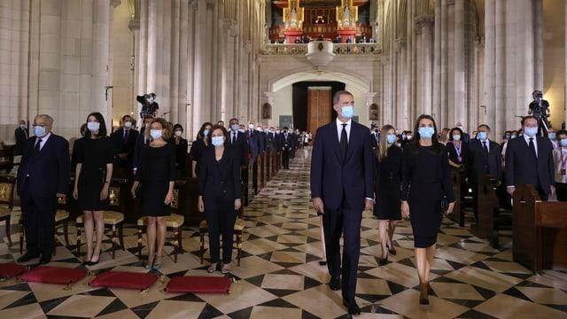 König Felipe und seine Frau Letizia betreten die Kathedrale in Madrid