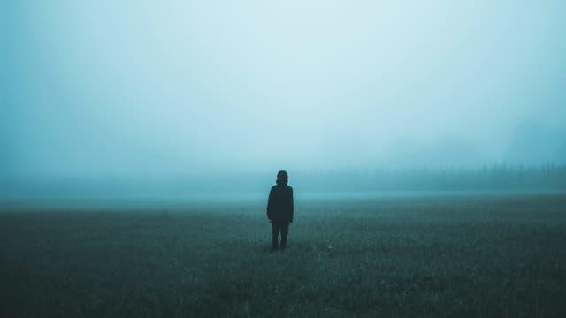 Nebel Mensch allein