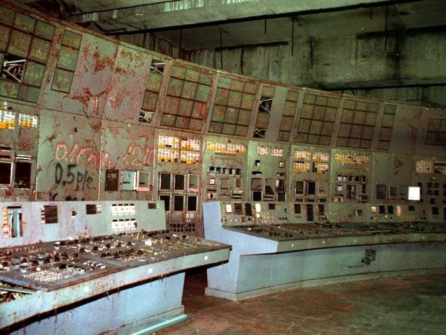Blick in den zerstörten Kontrollraum des AKW Tschernobyl.