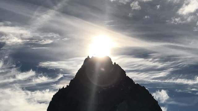 Die Sonne über dem Kleinen Mythen.