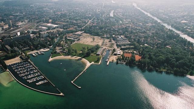 Luftbild mit See und Ufer