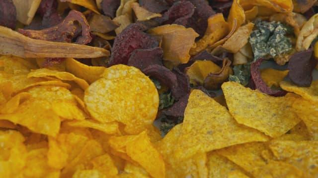 Chips aus Randen, Pastinaken und Süsskartoffeln