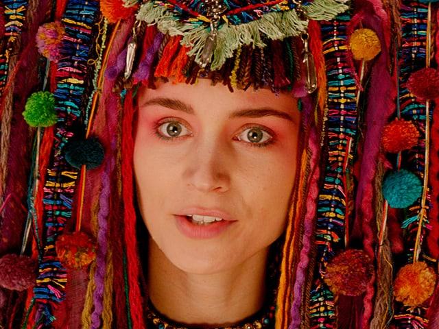 Eine Prinzessin mit Kopfdekorationen.