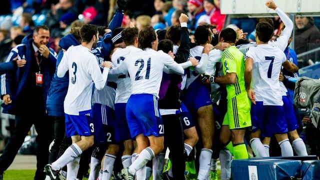 Die San-Marino-Spieler feiern das 1:1 gegen Norwegen