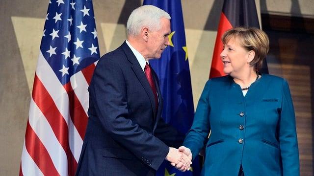 Il vicepresident dals Stadis Unids da l'America e la chanceliera tudestga Angela Merkel.