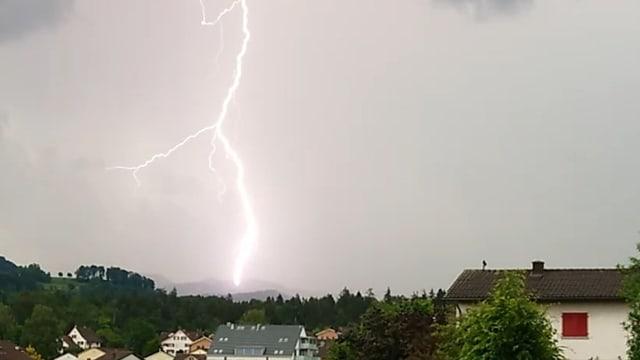 Blitz vor Haus