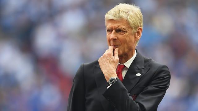 Der Franzose Arsene Wenger unterschrieb bei Arsenal für weitere 2 Jahre als Trainer.