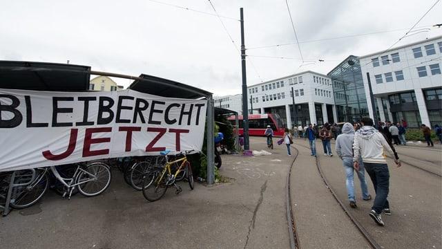 Demonstration vor dem Bundesamt für Migration im September 2013.
