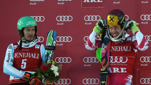 Felix Neureuther (l.) und Marcel Hirscher bei der Siegerehrung nach dem Weltcup-Slalom in Are.