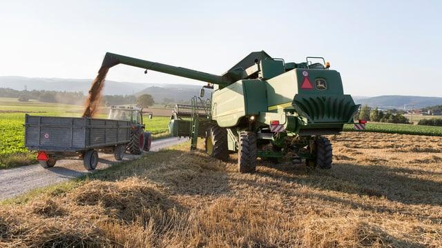 Erntemaschinen auf einem Feld
