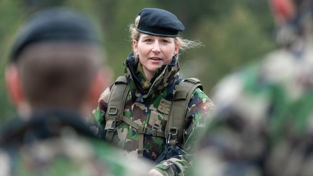 Corina Gantenbein in Militär-Montur