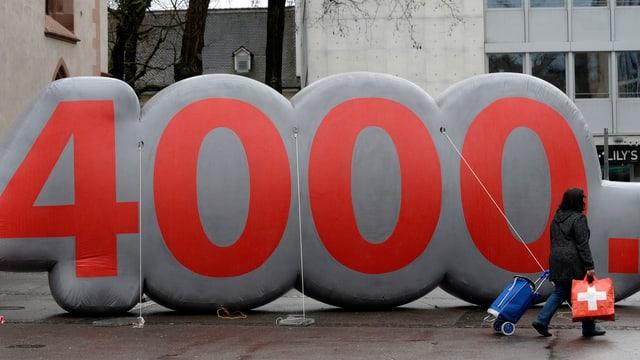Die Zahl 4000 als grosser Ballon.