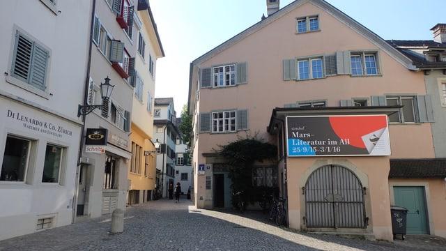 Die Fassade des Museums Strauhof im Zürcher Niederdorf.