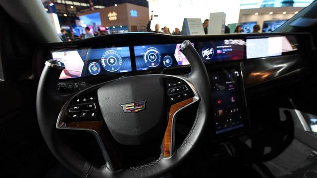 Das Cockpit des Prototypen eines selbstfahrenden Autos, das ans 5G-Netz angeschlossen ist.