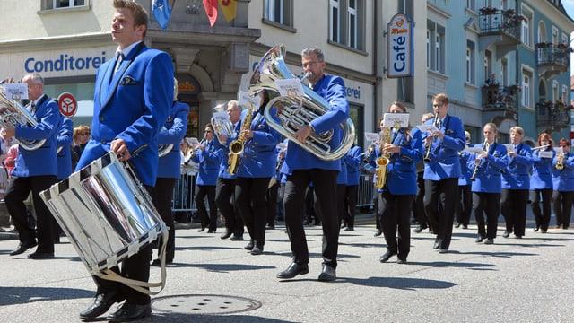 Musikgesellschaft Tägerig auf der Paradestrecke