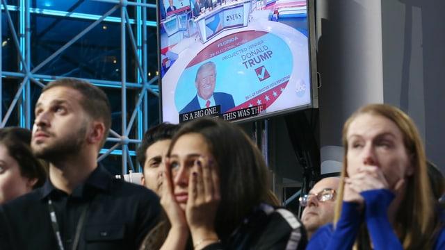 Enttäuschte Clinton-Anhänger nehmen den Wahlsieg Trumps schockiert zur Kenntnis.