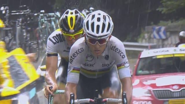 Das Spitzenduo Kwiatkowski und Vanmarcke kämpft sich durch starken Regen.