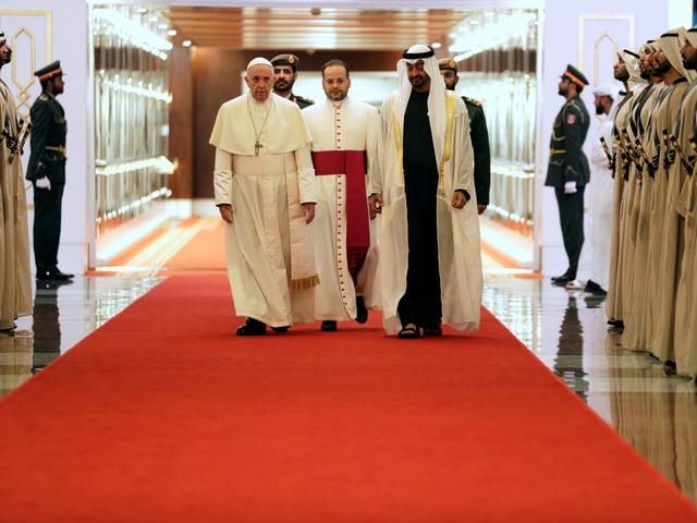 Papst und Kronprinz Mohammed bin Said Al Nahjan.