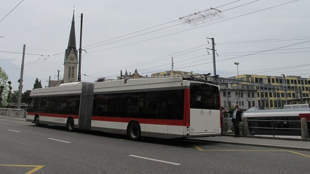 Ein Bus unterwegs in der Stadt St. Gallen