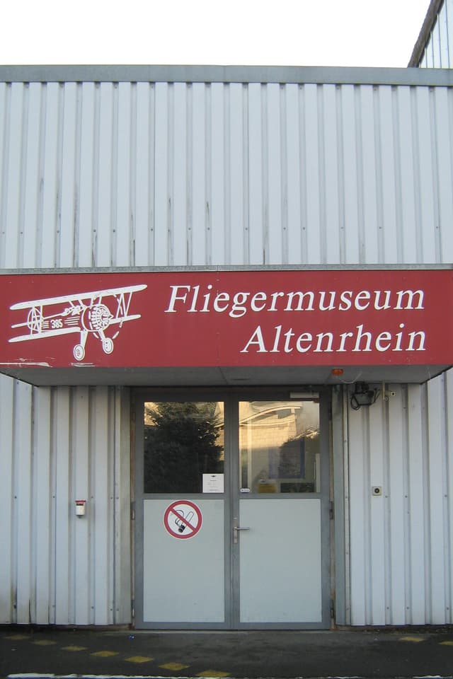...liegt das 1994 gegründete Fliegermuseum Altenrhein.
