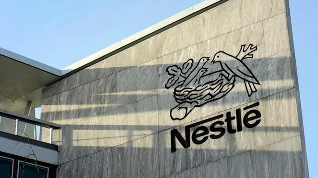 Purtret dal logo da Nestle