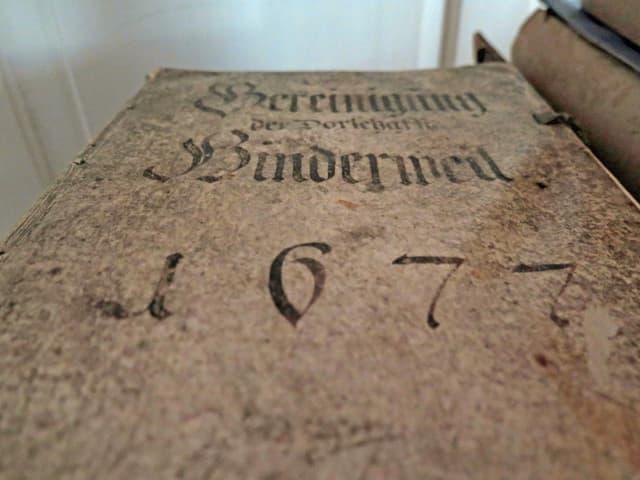 Uraltes Buch in historischer Schrift