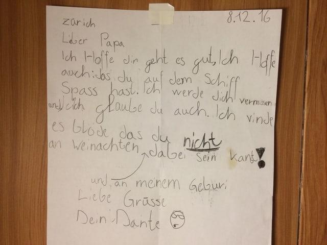 Der Brief des jüngsten Sohns hängt an der Kojenwand.