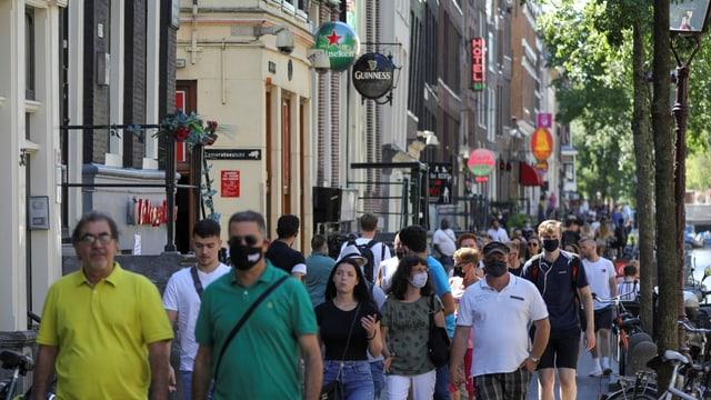 Passanten in Amsterdam.