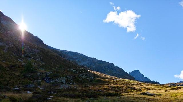 Il Passo di Piotta en la Val dal Blegn, che tutgass era al nov Parc Adula.