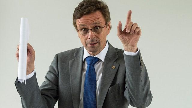il cusseglier guvernativ da Berna Hans-Jürg Käser