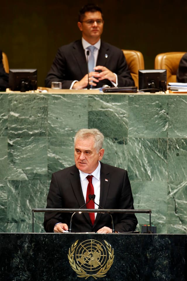 Der serbische Präsident Tomislav Nikolic und Vuk Jeremic, aufgenommen 2012.