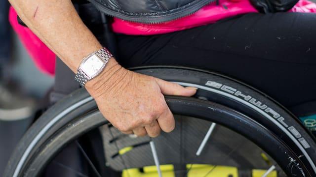 Rollstuhlfahrerin (Symbolbild)