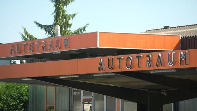 Firma beschriftet mit Autotraum.