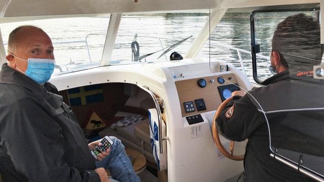 Ein Mann auf dem Boot