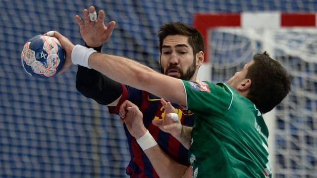 Thuns Nikola Isailovic (rechts) im Zweikampf mit Welthandballer Nikola Karabatic.