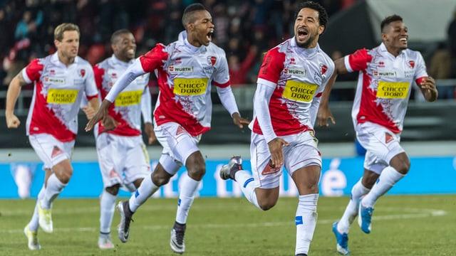 L'FC Sion batta il campiun svizzer l'FC Basilea.
