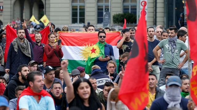 Kurden bei einer Demonstration in Bern am 12. September 2015