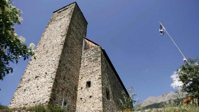 Aussenansicht der Burg Riom im Kanton Graubünden