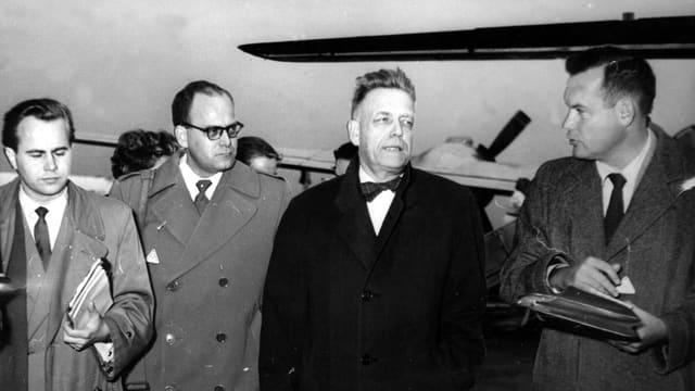 Alfred Kinsey (2. v.r.) bei seiner Ankunft in Frankfurt