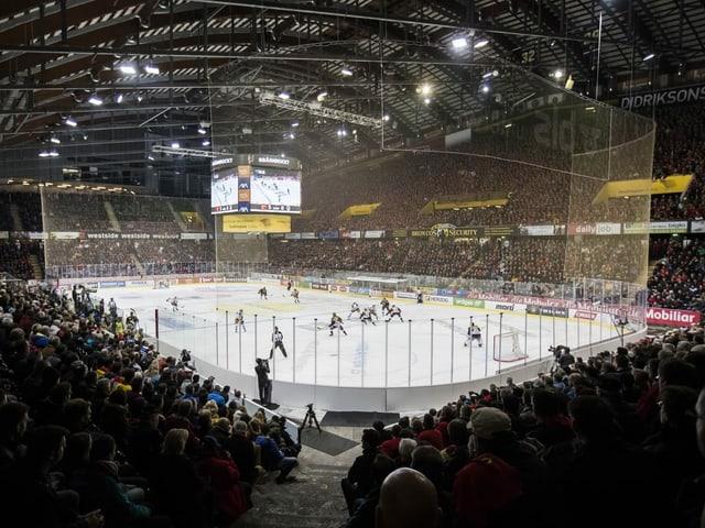 Volles Stadion bei einem Spiel des SC Bern