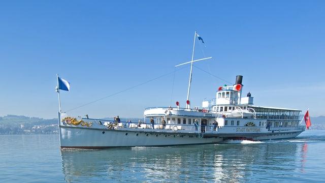 Ein Dampfschiff auf dem Zürichsee