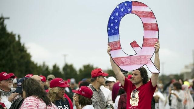 Q-Anhänger bei Trump-Veranstaltung